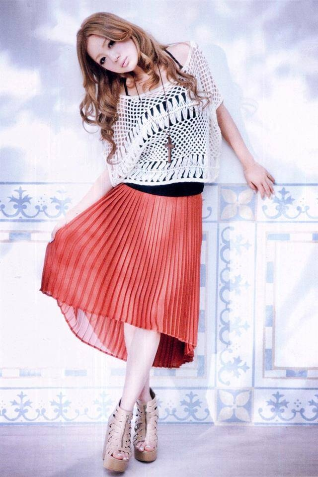 Cecil McBee x Kana Nishino as a model! Love the top and skirt pairing~~