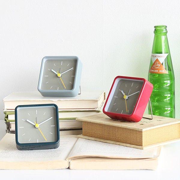 置き時計 置時計 アナログ 時計 スクエア アラーム 目覚まし コンパクト シンプル おしゃれ 旅行 レジャー アウトドア 小さい スタンド格