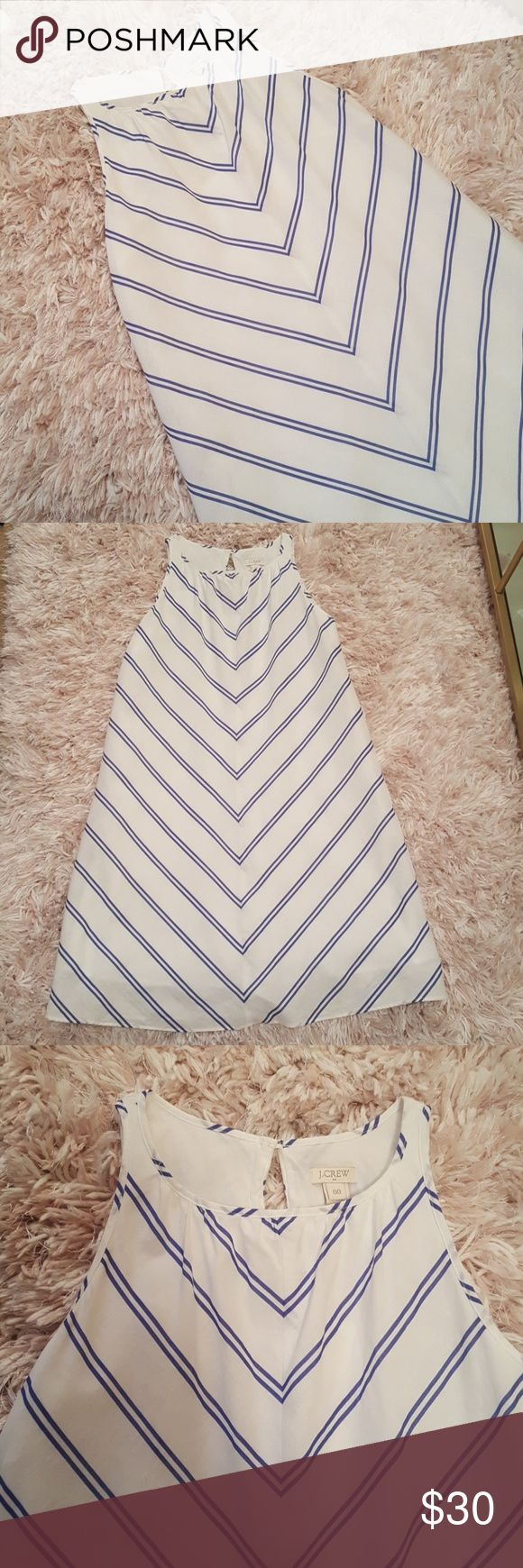 LIKE NEW J.crew Sundress sz 00 LIKE NEW J.crew sundress sz 00 Crisp white and navy chevron, above the knee dress. Lined. Cotton and linen J. Crew Dresses