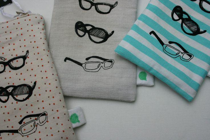 Brillentasche für kleine und große Brillen oder diverse andere Kleinigkeiten...    ...in den Farben hellgrau (handgewebtes Leinen), blau gestreift (Ba