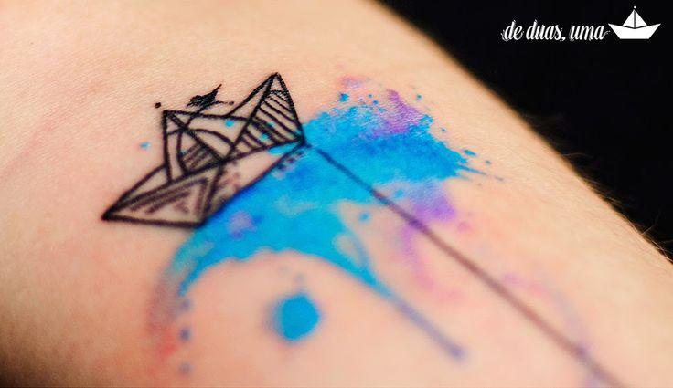 Tatuagem barquinho de papel aquarela victor octaviano