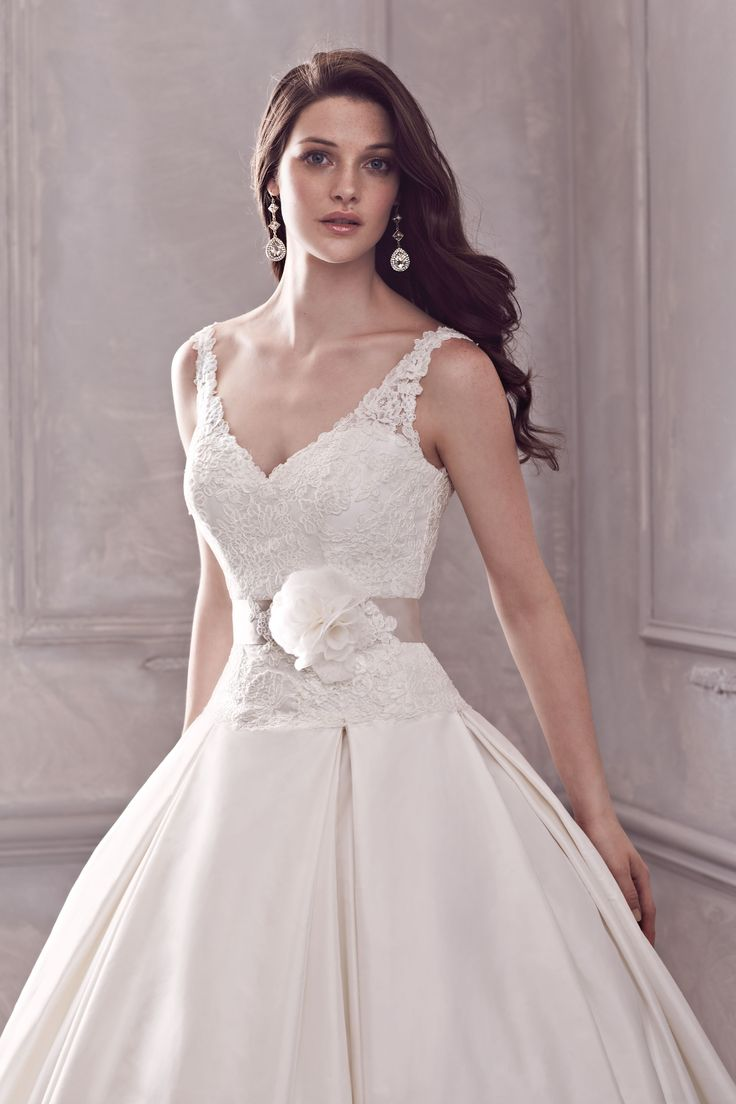 style 4400 lace v neck bodice with full silk ballgown