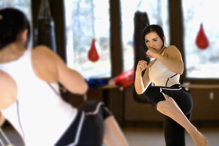 Fitness & Box Sport.........KICK-THAIBOX.........  Ky sport eshte kombinimi i perkryer ndermjet teknikave te boksit dhe atyre te stilit Muay Thai. Pervec aftesive te vetëmbrojtjes ju mund te arrini edhe nje forme te shkelqyer fizike, shkathtesi dhe rezistence.