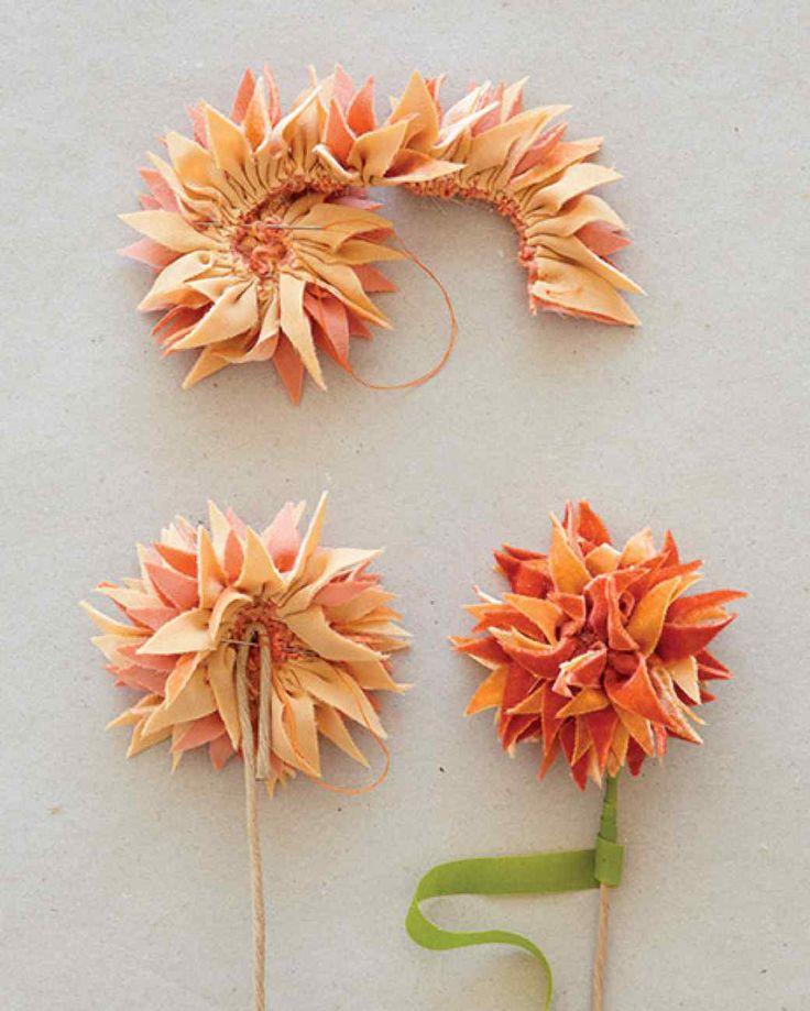 Cómo hacer flores de tela paso a paso - http://ayudaparamanualidades.com/flores-de-tela-paso-paso_3320/