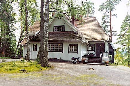Ainola - The home of Aino and Jean Sibelius: Ainola stands on the scenic shores of Lake Tuusula in Järvenpää, about 30 minutes drive from the Finnish capital, Helsinki. It was the home of Jean Sibelius and his family from 1904.