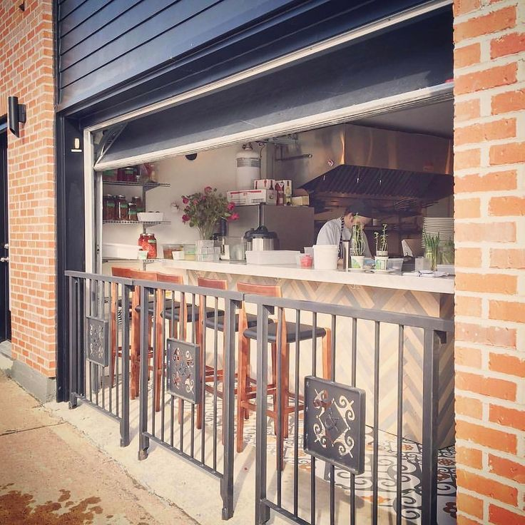 """RANDOM WEATHER UPDATE ... it's rly nice out ... @eliotandvine from @heather_macaulay  Sun is shining things are sprouting...It's an """"open the big door"""" kind of day!  #soakupthesun #spring #alfresco #halifax #novascotia"""