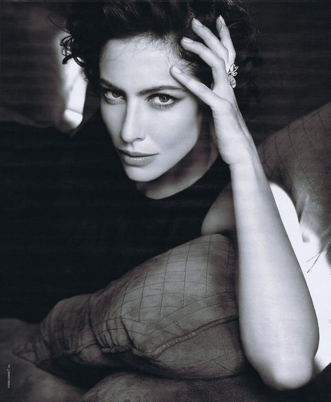 French actress, Anna Mouglalis speaks French, English, Italian, Spanish and Greek