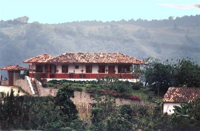 Aquí se encuentra casa alto de coronel, alojamiento en salento, fincas en salento, cabanas en salento, hospedaje cerca a cocora, hoteles en salento, turismo salento.