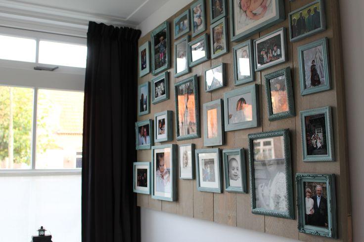 Steigerhouten bord met geschilderde fotolijstjes