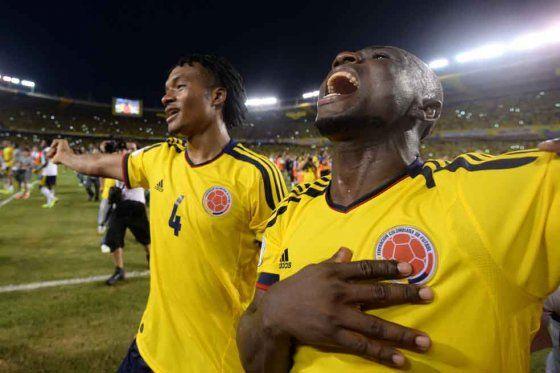 #Colombia, puro corazón. Luego de lograr un épico empate 3-3 con #Chile, tras ir perdiendo 3-0, la selección ratificó su clasificación a #Brasil2014.