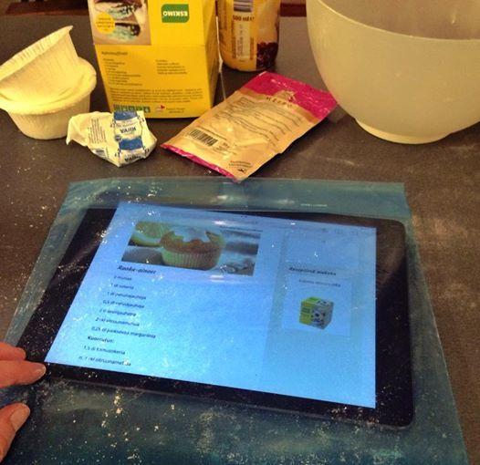 Tupliksen avulla tablettia ja reseptiä voi selailla jauhoisillakin sormilla - digikokin vakiovaruste.