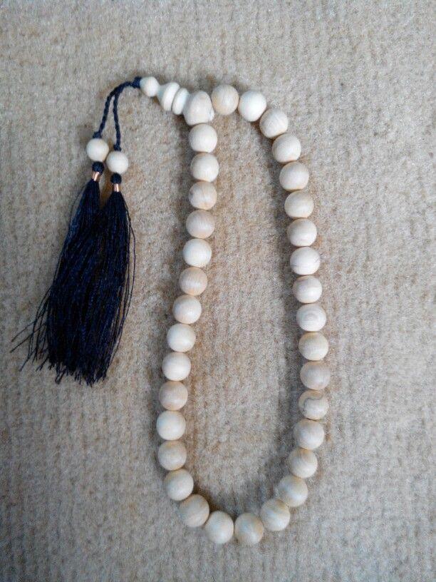 Tasbih Cendana 10mm isi 33 butir. Check www.indonesianhandycraft.com Or +6281310620913 Bbm 54A4EEA2