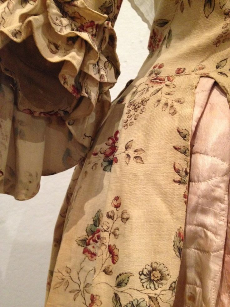 """From the Elegant to the Everyday: 200 Years of Fashion in Northern New England"" March 15 through May 3, 2014, at the Saco Museum http://www.sacomuseum.org/mus_current_exhibits_temp.shtml?id=EFAEpkEEuAPuLXlAmp [Detail Gown, 1770-1790, USA, printed cotton, linen] via SilkDamask"