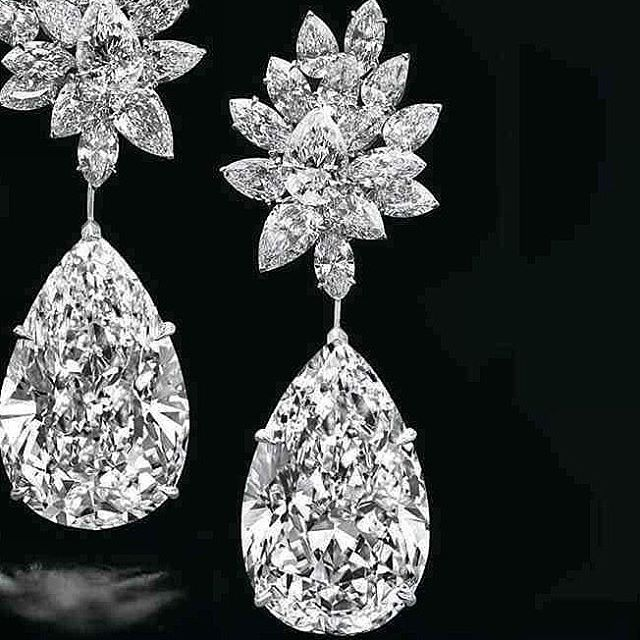 Miroir de l'Amour are the world's largest perfect pear-shaped diamond drops ever to be offered at @christiesjewels uction. Each drop is a D colour, Flawless clarity diamond of 52.55 and 50.47 carats, with symmetrical cuts. Such perfection is rarely seen. The center stones sit below 30 Internally Flawless D colour diamonds in pear and marquise-cuts weighing 20.41 carats, bringing the total weight of the earrings to 123.43 carats. Estimate of Miroir de l'Amour earrings is US$20-30m…
