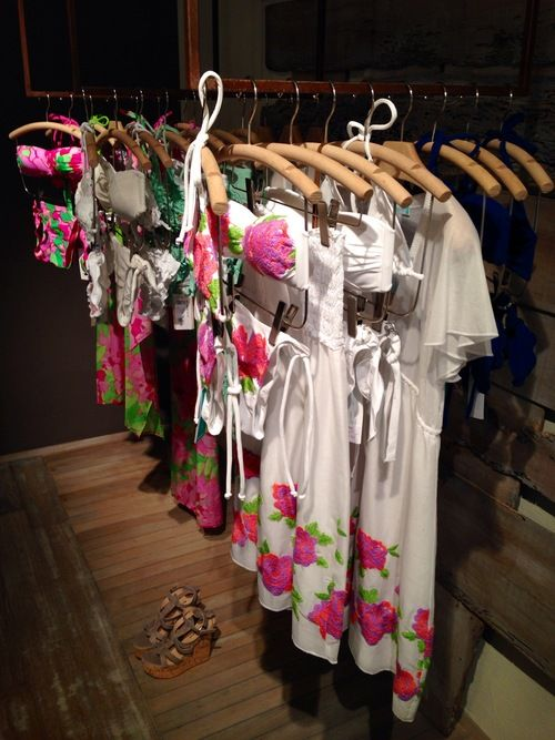 Missed out on last season's bikini of your dreams, the ultimate head-turner, something you spotted in store that called out to your desire for a hot summer look calling out to you like a mermaid ...... Half-price sale - discover great bargains from the S/S 2013 collections by Flavia Padovan, Emamò e Raffaela D'Angelo!
