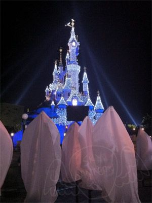 """Disney's Tangled Movie release event in DisneyLand Paris.  For the release of the last animation Disney movie """"Raiponce"""", The DisneyLand Paris park opened its doors to journalists and VIPs to admire the magical release of sky lanterns in front of Cendrillon's Castle."""
