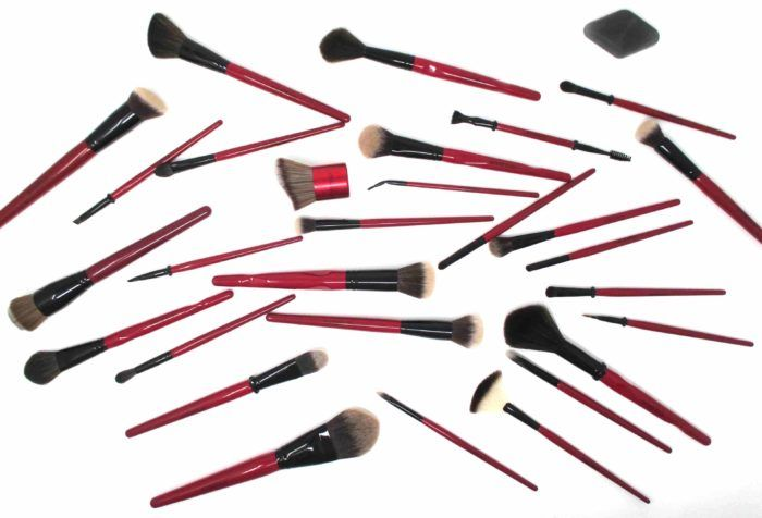 These #SmashboxCosmetics Camera Ready Brushes are gorgeous in a glossy red and feature details like synthetic fibers and notched handles for each of application. #prsample