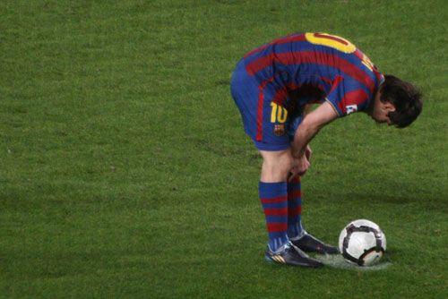 Leo Messi before penalty against Mallorca - 2009/10 season