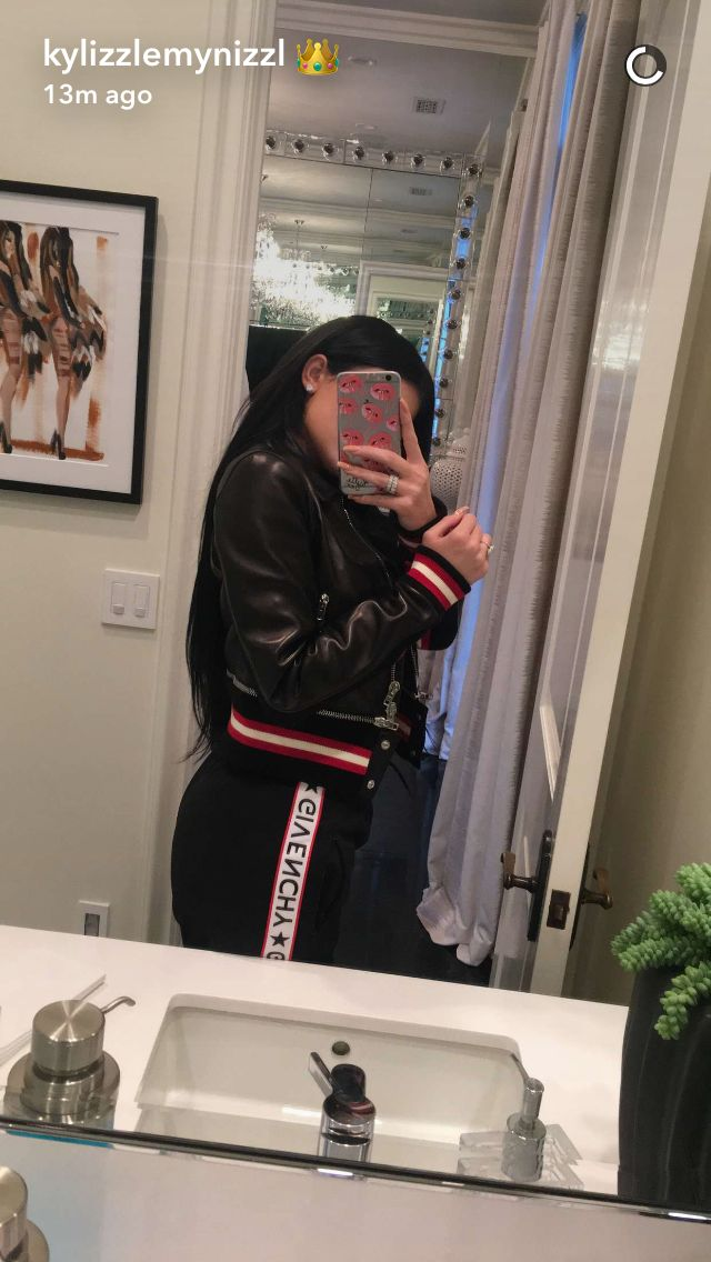 60 best kylie jenner snapchat images on pinterest kylie for Kylie jenner bathroom photos