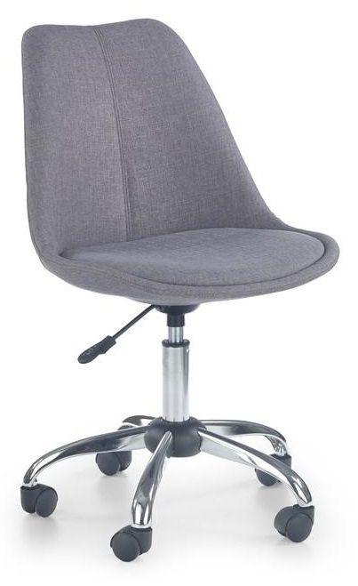 Coco is een moderne kinderbureaustoel bestaande uit een verchroomd stalen poot die aan de onderzijde voorzien is van vijf zwarte kunststof wieltjes die het verplaatsen van de bureaustoel makkelijker maken, de zitting is bekleed met een fijn geweven stof en is verkrijgbaar in de kleuren grijs, blauw of beige.