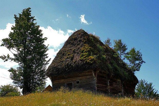 24 fairy tale landscapes of Romania: Apuseni Mountains cottage, Romania