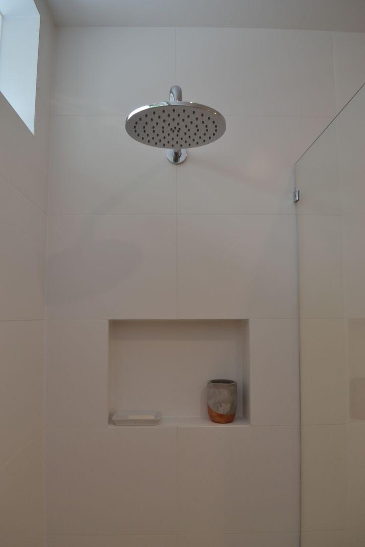 Shower. Recessed tiled shelf