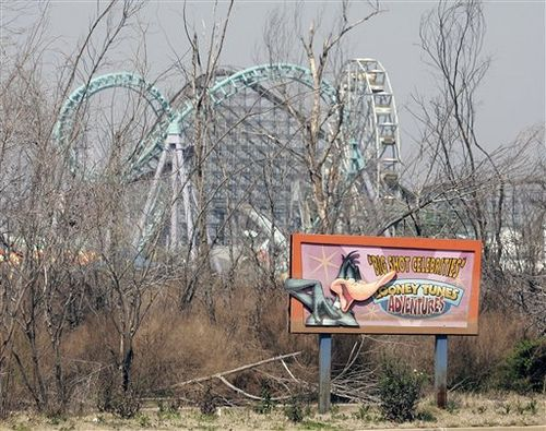 Some of the rides remain in place at the Six Flags New Orleans theme park in Eastern New Orleans, Thursday, March 8, 2007. More than 18 months after Hurricane Katrina flooded the park there is still no word on the future plans of the park. (AP Photo/Bill Haber)