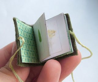 How to make a tiny booklet, a super-easy tutorial that would make cute gifts   #art_journal #miniature #little_book