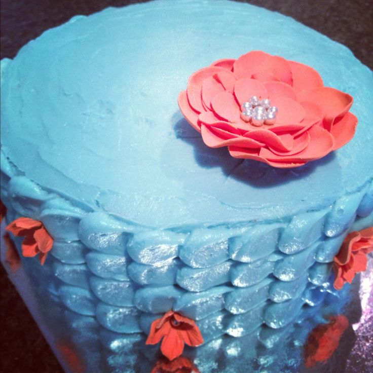 Red velvet with buttercream icing & sugar flower