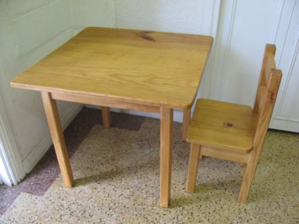 $40 KIDS Solid TIMBER TABLE & CHAIR Children's Play Table Text 0411691171 or email info@bitspencer.com