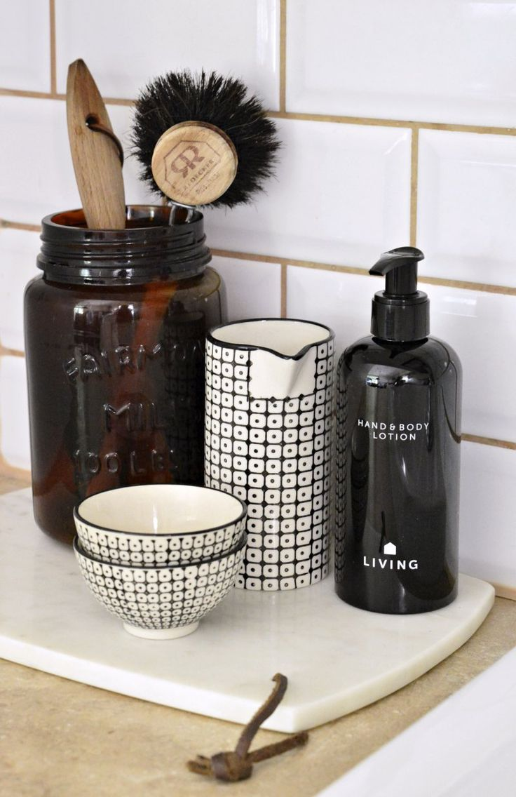 At the kitchen sink. Hand and body lotion from Dermosil.