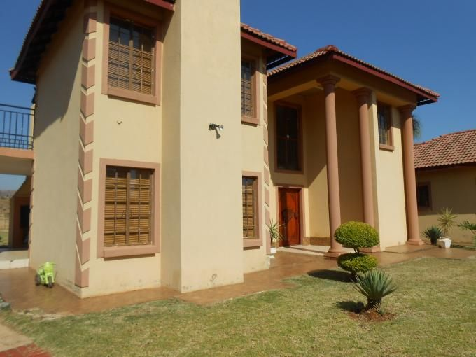 House in The Orchards, Pretoria - North West, Gauteng R 1,650,000  More info and photos:  http://myroof.co.za/MR110789  This upmarket, well secured, Tuscan house awaits you. Be daring and make this home your own. A charming, light filled, 5 bedrooms, 3 bathroom gem on 2038m2.  Open plan lounge and dining room with neatly tiled floors. Lovely established garden. Move your family into the highly sought after leafy suburb of Orchards. Stylish and modern kitchen with ample cupboard space.