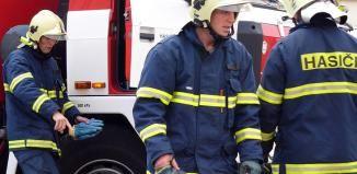 V Chotěšově hořel kravín. Hasiči evakuovali na sto kusů dobytka