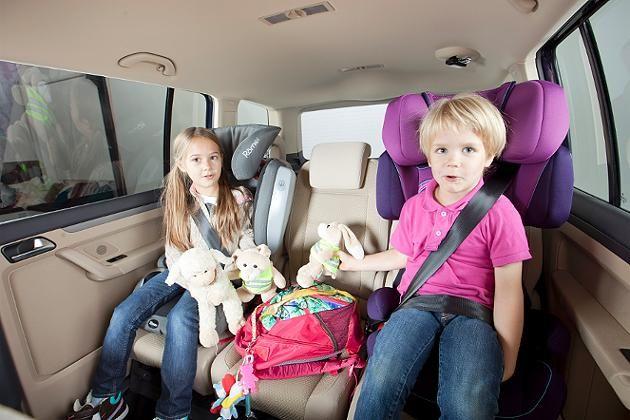 Für Kinder braucht man einen Beschäftigungsplan, falls ein Stau auf der langen Urlaubsfahrt kommt