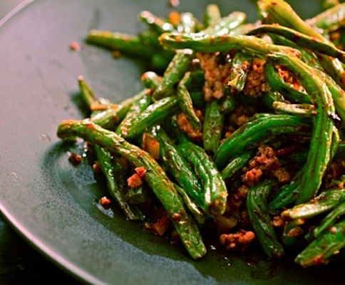 My Kitchen Rules winners Dan + Steph share one of their favourite easy dinner recipes: spicy beef with green beans, ready in less than 30 minutes!