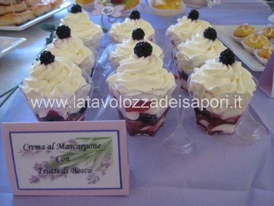 Bicchierini al Mascarpone con Fragole e Frutti di Bosco   http://www.latavolozzadeisapori.it/ricette/bicchierini-al-mascarpone-con-fragole-e-frutti-di-bosco