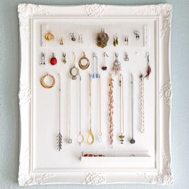 A pretty way to build your own DIY necklace display holder for home. (image via monaluna)