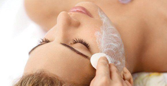 Каждый день, за час до сна, наноси на лицо смесь глицерина и витамина Е... * | Женский журнал