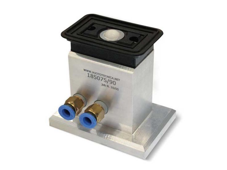 Rectangular cups with ball valve and self-locking support, for glass