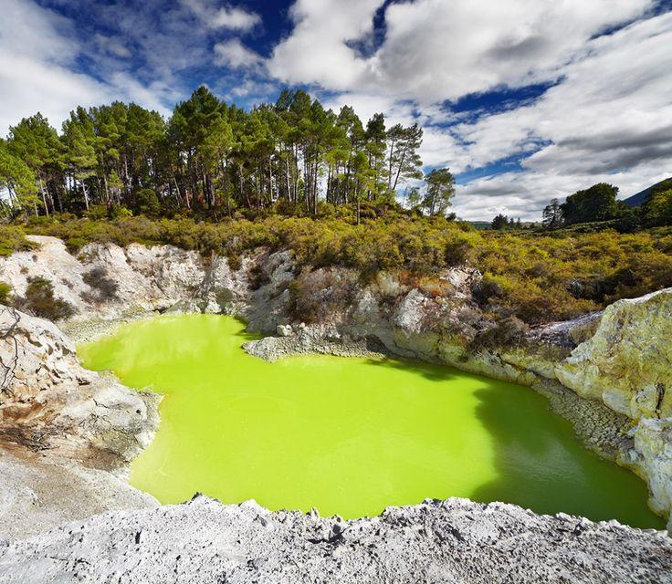 Diablov kúpaliska v Waiotapu Thermal Reserve, Rotorua, Nový Zéland