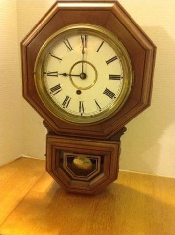 Working clock, has key