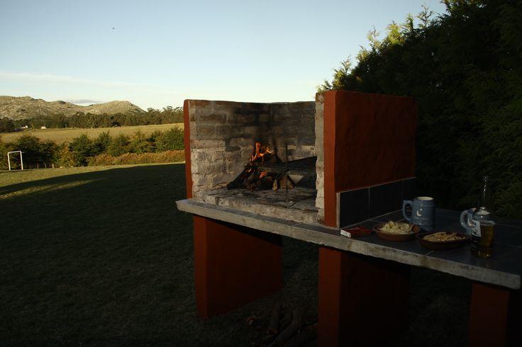 Parrilla y hamaca paraguaya en cada cabaña