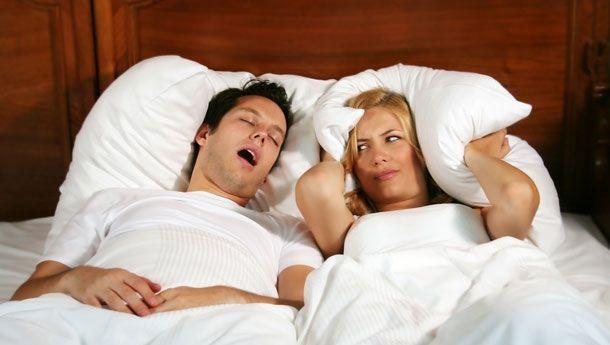 Yatış Poziyonunuza Dikkat Edin Sırt üstü yatmak bireyin daha fazla horlamasına yol açmaktadır. Yatış şekli itibariyle dilde ve boğazda gevşemeler &helip;