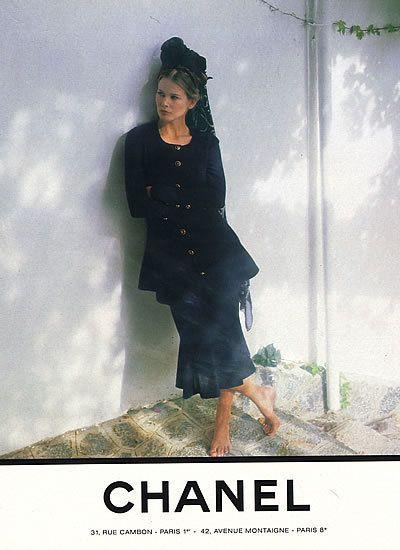 CHANEL IN MANTILLA  Vogue 1993 Claudia                                                                                                                                                                                 Más