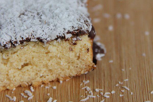 Dat jullie graag zoete recepten lezen/maken die gezonder zijn en niet boordevol suikers en toevoegingen dat is me ondertussen wel duidelijk. Elke keer als ik een lekker baksel plaats dan wordt deze gigantisch veel bekeken en regelmatig ontvang ik zelfs diezelfde dag al foto's van recreaties. Super leuk! Vandaag het recept voor een kokoscake met …