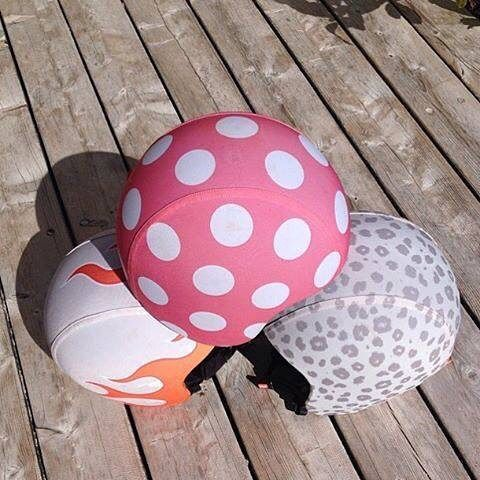 Pas ordentligt på knolden med de fine og sikre hjelme og skins fra @egghelmets 😜👍 #kørsikkert #ogsesmartud #seje #cykelhjelme #hjelme #egg #børn #baby #filurdk