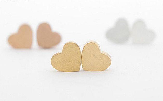 Herzförmige Ohrstecker in Gold, Rosegold oder Silber / heartshaped earrings by Herz-Schmuck via DaWanda.com