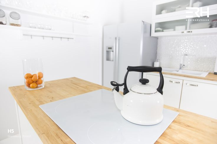 House H5 in Skierniewice, Poland #architecture #design #modernarchitecture #dreamhome #home #house #modernhome #modernhouse #moderndesign #homedesign #homesweethome #scandinavian #scandinaviandesign #lifestyle #stylish #bigwindows #interior #interiors #homeinterior #pastel #woods #comfortzone #cozy #kitchen #white #decor #openspace #ecoreadyhouse #erh