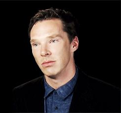 Mark Gatiss; Oh no, perdimos a Benedict.  Moffat: No te preocupes, lo… #detodo # De Todo # amreading # books # wattpad