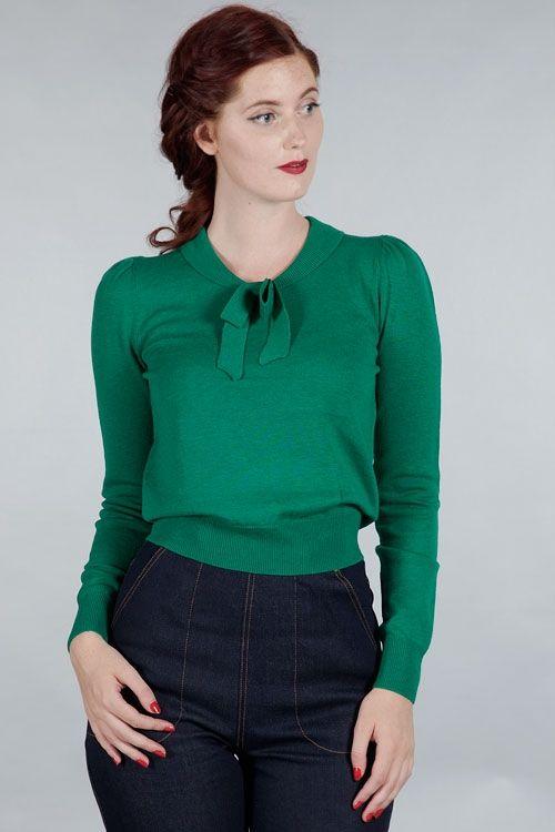 Maglioncino verde misto lana, caldo e sottile, abbellito da un delizioso fiocco al collo.